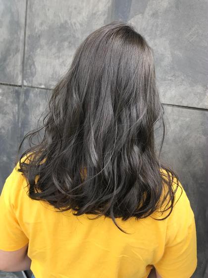 アディクシーカラー  オカモトサキのセミロングのヘアスタイル