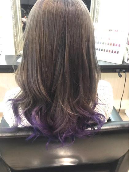 カラー ヘアアレンジ ロング グレージュアッシュに毛先はマニパニの紫をオン☆ 少し個性を出せる可愛いstyleです!  ※マニパニを使用する場合特殊カラーになるので、料金プラス2000円頂いております!