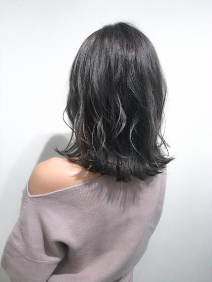 【バレイヤージュ×ダークグレー】  ブリーチありのダブルカラーで赤みを消して、 透け感のある髪色に♪  色落ちも楽しめます☺︎