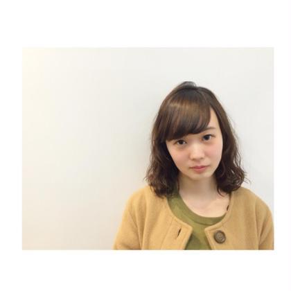 ゆるふわパーマスタイル☆  ロングからバッサリミディアムに!! 小顔に見せるために、お顔まわりを内巻きにしてバックは内巻きと外巻きをミックスさせています(^-^)  ROOM hair所属・團春華のスタイル