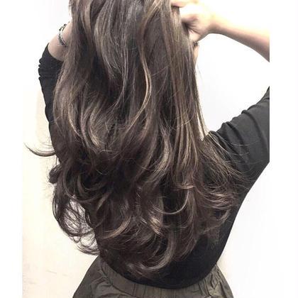 ハイライトブリーチを入れてバイオレットブラウンでとても鮮やかなスタイルに仕上げました✨ Agu hair three所属・トップスタイリスト★英山大樹のスタイル