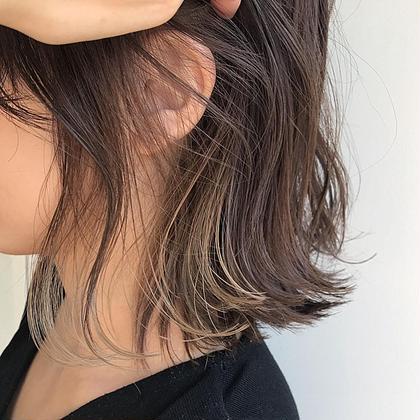 . guest hair . フリンジみたいなインナーハイライト+ ice gray color 🐋🐋 . ケアブリーチ #oraplex  カラー #イルミナカラー . . . #oraplex #イルミナカラー #ハイライト#インナーカラー #アイスグレー  @soco.ao.tokyo 石橋美香のヘアカラーカタログ