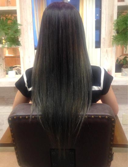 【グラデーションカラー】5000円〜 ブラック×プラチナアッシュ 髪質によっては毛先を2回ブリーチする場合もございます。 hair styling room【butter】所属・福本結花のスタイル