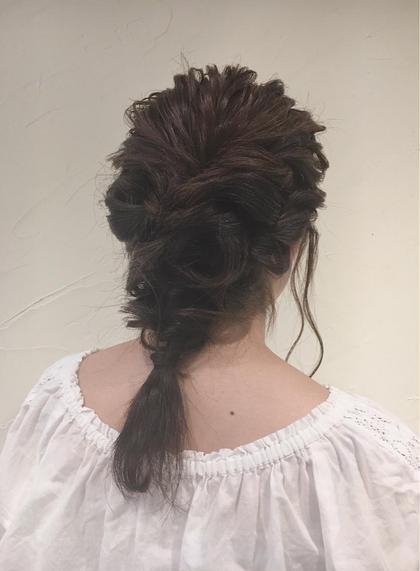 *もこもこあみおろし*  ○毛先まで長さを残したかったのでネープの毛は編まず長さをそのままいかしてます! 直毛さんも柔らかい質感にできます! ルーズなアレンジが大好きです☆   女子会や、お出かけ前にお気軽日記ご利用ください! Neolive nico所属・篠田雪乃のスタイル