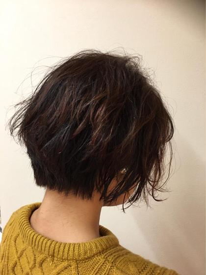 前下がりショートレイヤー✂︎  バックの髪は短くレイヤーも入れサイドの毛は 徐々に長くし元のかかっているパーマを活かして くしゅっと仕上げました☺︎ cleardue所属・八木綾菜のスタイル