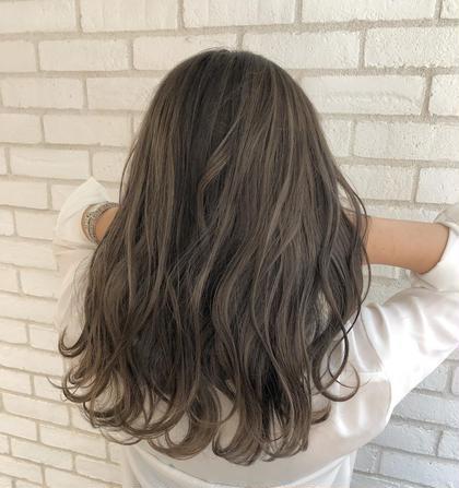 カラー セミロング 夏に可愛すぎるハイライトグレージュ🌟  お客様の理想のヘアスタイルを、本気で一緒に考えて創り上げていきます✨✨. . 僕のお客様は、髪の赤みが原因で、理想の髪色にならずに悩まれてる方がほとんどです‼️🙏. . 今までの美容室に満足してない方‼️. 是非僕にご相談ください✨👌. . 今までの美容室史上、最高の髪色にして可愛く綺麗することを約束します…❤️👍. . 赤みゼロの外国人のような柔らかいカラーでイメチェンしましょう✨🙆♂️. . . 是非何でもご相談下さい⭐️ . . instagram 【hayachoki】 . カラーの相談も受け付けます!お気軽にご連絡ください💡 . RAF  TOKYO トップカラーリスト hayato .