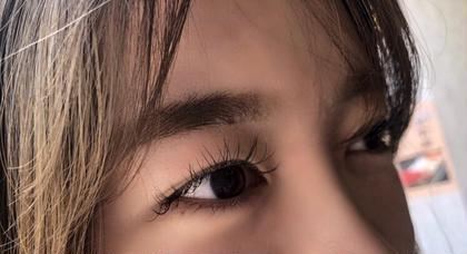 120本 Cカール 0.15mm キュートなデザイン💗 真ん中は12mmを使って、目頭・目尻に向かって11・10mmを使って可愛らしい目元に仕上げました🌸 真ん中を長めにすると、目が丸く見えとても可愛らしい印象の目元になります🌼 12mmはとても近くで見ると長く感じますが、少し遠ざって見てみるとマスカラをつけたような長さのイメージになるので、長さが欲しい!と言う方におススメです🍀 HAIR&MAKEEARTH札幌駅前店所属・久保純那のフォト