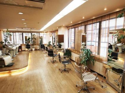 店内、セット面8,シャンプー4 ミラーゾーン美容室所属・ミラーゾーン美容室のスタイル