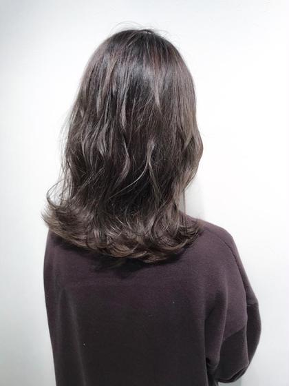 【グレージュカラー☺︎】  ブリーチを使用したダブルカラーで、透け感のある髪色に♪  ✔︎髪の赤みを消したい方 ✔︎透け感のある髪色にしたい方  などにオススメです🙆♂️