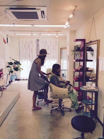 店内、接客中 ajuga hair所属・hamadayukiのスタイル