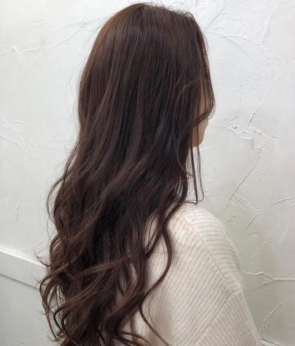 イルミナカラーでツヤツヤピンクブラウン✨ ロングの方もカットで量を調節する事で巻きやすく、髪も綺麗になります!! ぜひご相談下さい☆ 平井里奈のロングのヘアスタイル