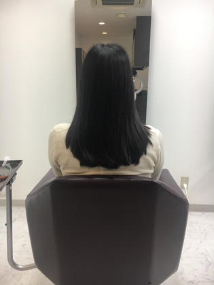 ローレイヤー 指二本分の段が入っていて、内側に入りやすくなっています。 顔周りは少し前上がりでまとまりやすく ロングからミディアムまでのヘアスタイルです! Hair&Make    Dolly所属・甲斐飛鳥のスタイル