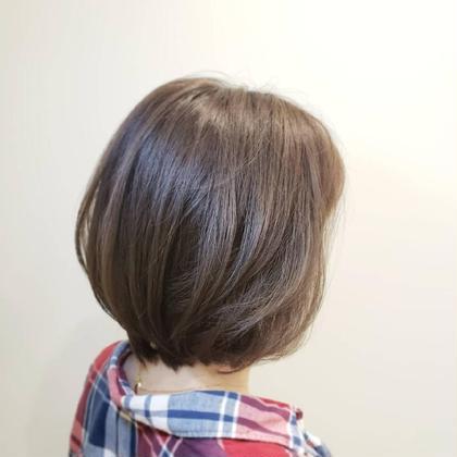 アゴラインのボブ。乾かしただけで決まる髪型。 ブルージュをのせてワンカラーで限りなく透明感をだしてます✨