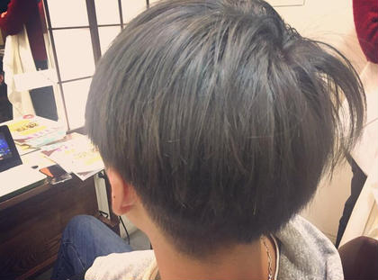 黒染めからの1ブリーチ後のonカラーです! メタリックシルバー! analogue所属・okazakiyumemiのスタイル