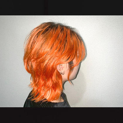 ウルフカットでかっこいいけど女性らしい可愛い スタイルです🐺  あえて根元黒のオレンジカラー🍊🧡  この季節はオレンジ・ピンク・赤などの暖色系が流行ってて人気No. 1です🌟 BASSA所属・野村凱のスタイル