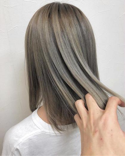 カラー セミロング グレージュ、艶髪、ルーズ、個性的、自分らしさ、モード、無造作、ハイトーン、グラマラス、耳かけ、ラブ、クラシカル、伸ばしかけ、黒髪、マッシュ、大人かわいい、厚めバング、センターパート、斜めバング、美髪、トリートメント、ハイライト、3Dカラー