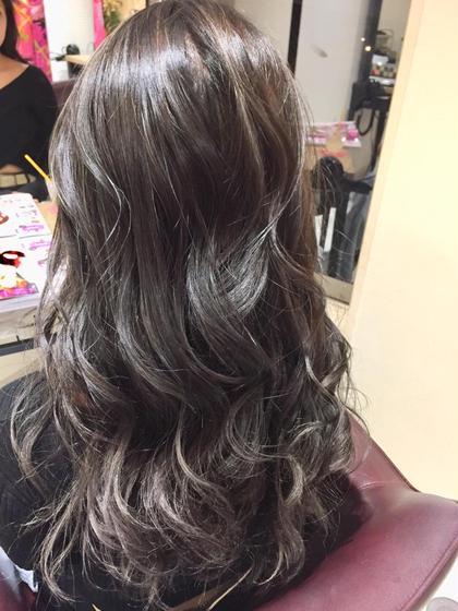千坂美奈のロングのヘアスタイル