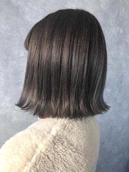 グレー✨✨✨ ブリーチありのカラーです❤️ 清水七瀬のミディアムのヘアスタイル