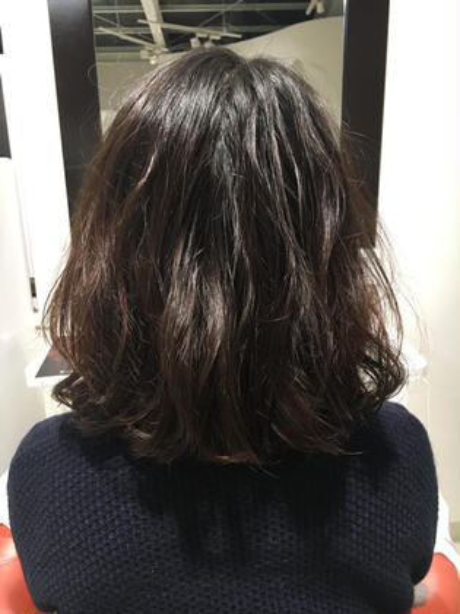 ストレートでぺしゃんとなりやすい髪質にパーマで動きとボリュームでふわふわに♡ ラガッツァ シエナ店所属・大和瑞季のスタイル