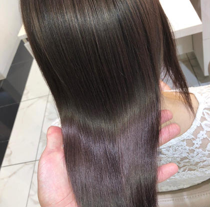 """【毛先を丸く柔らかく】 自然なストレートヘアーが手に入る髪質改善縮毛矯正   →毛先を丸く柔らかい縮毛矯正をしたい →クセがでてまとまらない →湿気で膨らむ →髪質の変化でパサつく髪にツヤが欲しい →髪をキレイにしたい、髪質を改善したい   髪質やクセに合わせてオーダーメイドの薬剤調合で""""あなただけ""""のうるツヤストレートヘアーで美髪にします  やれば髪が傷むと言われていた縮毛矯正はもぅ過去のもの  髪質改善縮毛矯正は、髪に優しく、手触り質感、ツヤなど全てにおいて最高のパフォーマンスをしてくれます  回数を重ねれば重ねるほどに美しくより柔らかいなめらかな質感、圧倒的なツヤ髪になっていく髪質改善縮毛矯正  クセでお困りの方はぜひご相談下さい。"""