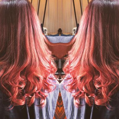 毛先をブリーチしてその上からピンクをオンカラー♪ ピンク系のグラデーションカラーです☆ レセ南柏会田能輝所属・LAISSEZ南柏店会田能輝のスタイル