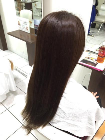 元々13トーンくらいで毛先が15トーン以上のほぼ金髪だった髪を8トーン一で暗い色にしてみました!  モデルさんも色を気に入ってくれてよかったです^_^  また、ビフォー写真を撮るのを忘れてしまいました…  次回からビフォー写真を撮りたいと思います! Lea   Lehua所属・ハヤカワヒロトのスタイル