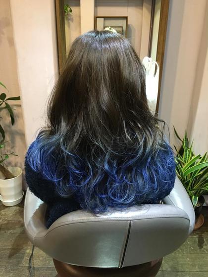 グラデーションBlue color☆☆ ▶︎毛先ポイントブリーチ2回  黒にせずあえてブラウンにして柔らかくして毛先は爽やかなブルーグラデーション! beyond所属・小川久美子のスタイル
