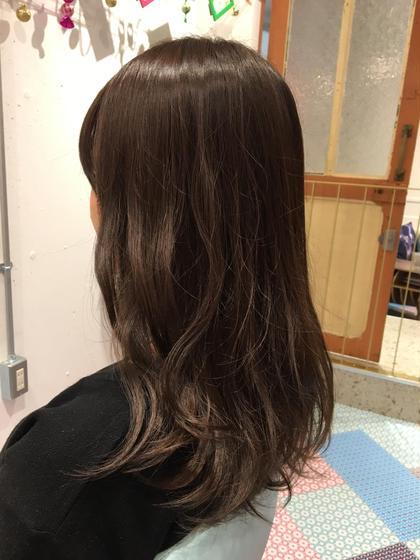 イルミナカラーで濃厚ながらも透明感のある色味に。 Hair works eight.co所属・興野純のスタイル