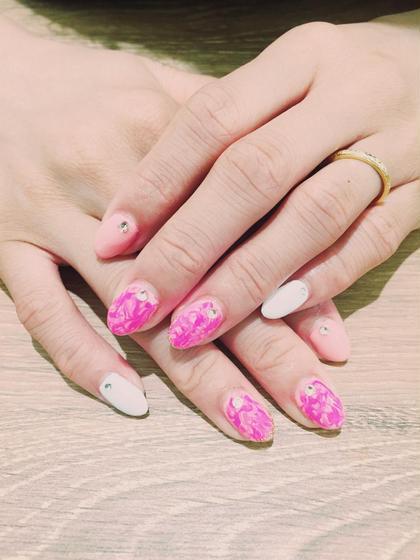 #ブライダルネイル#上品#pink#wedding  薄ピンク×ビビッドピンク×ホワイト B-by-C just beauty所属・佐々木早苗のスタイル