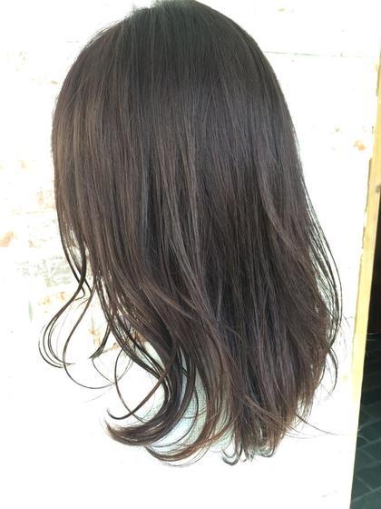 透け感たっぷり暗髪グレージュカラー◎ Killa所属・サカシタユウキのスタイル