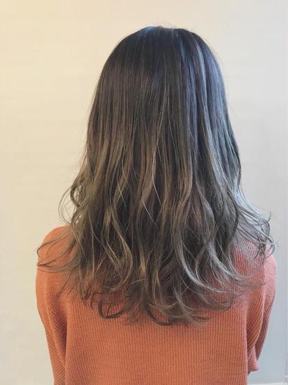 カラー セミロング 派手になりすぎない、ナチュラルなミルクティグラデーション🌟 毛先はブリーチをしています