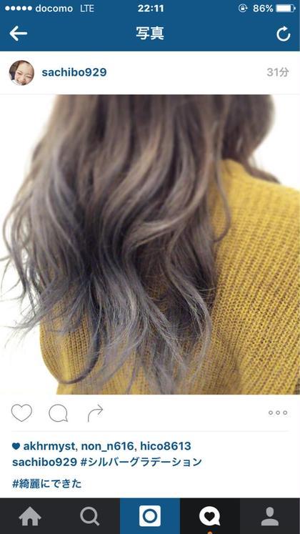 グラデーションカラー 毛先がシルバーで、落ちてきても 外国人風のカラーで綺麗  Coni所属・志治幸佳のスタイル