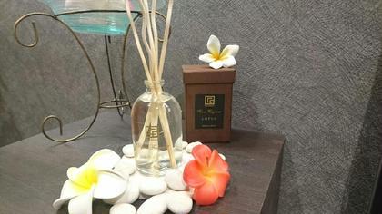 4月のアロマの香りです♪ロータス♪ ロータスという蓮のことでバリではよく見かけるお花です。爽やかで清楚な香りが安心感を与えてくれ、気分をリラックスさせてくれます。