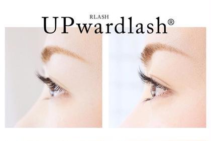 アップワードラッシュ 左)通常装着 右)アップワードラッシュ eyelash所属・EyelashSalonのフォト