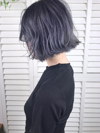 その他 カラー ショート パーマ ヘアアレンジ Real salon work💈 【 bob / bleach / purple gray 】 . あごラインのボブがオシャレ🍃 クールなイメージのパープルグレーカラーで差をつけましょ✯ ✯ . cut,,, あごの長さ切りっぱなしボブに✂️ 毛量が多く膨らみやすい場合は前下がりにカットする事で膨らみを抑えたシルエットに⭕️ . color,,, ブリーチベースのハイトーンにパープル透けるグレーカラー🎆 色落ちも淡いブルーグレーになる黄味も同時に抑えたカラーリング✔️ 🗣 クセがある方やボブにしたいけど迷っている方、、 首の長さや頭のカタチでちょうどいいバランスがあります☝︎提案致しますのでご相談下さい💁♂️ . . #NAKAIstyle #ボブ#ブリーチ#パープルグレー
