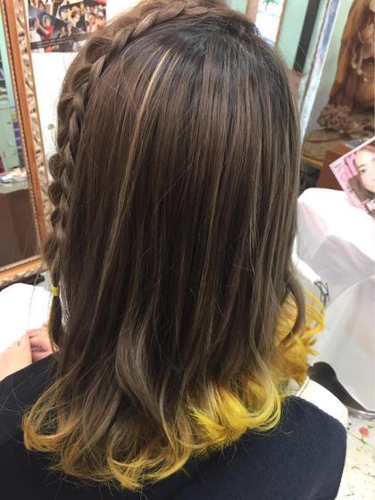 カラー ヘアアレンジ ミディアム ミルクティーベージュにハイライトをON 毛先は黄色の裾カラー!