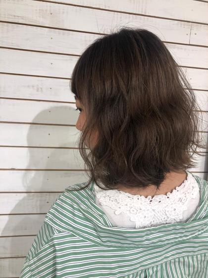 カラー ショート ヘアアレンジ グレージュ 波巻き 渋谷