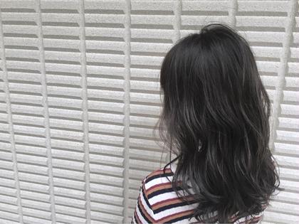 【 イルミナカラー × ハイライト 】  ベースの グレージュ を邪魔しないように ハイライト にも色味を入れてます ♪  高江秀聡のヘアスタイル・ヘアカタログ