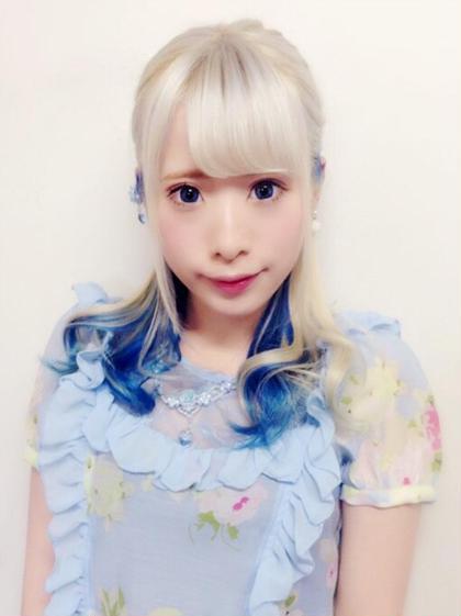 薄めのアッシュバイオレットでホワイトカラー☆  インナーカラーでブルーを入れて夏っぽい可愛いお嬢様風を演出しました☆   anou  アノー所属・北野輝のスタイル