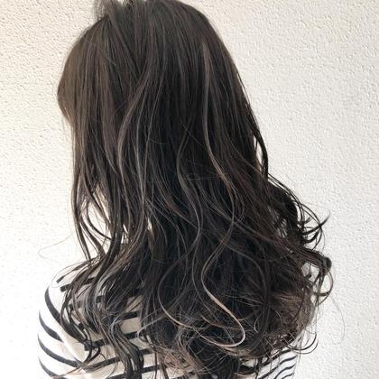 グレージュベースくっきりハイライト✨ 金指修平のロングのヘアスタイル