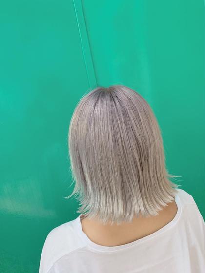 アンダー16lvからのブリーチ一回! モーヴ系のカラーとパールアッシュで透明感のある ホワイトに👌  外ハネはばっちり合います!