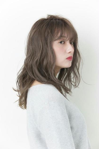 ゆるふわフェミニン×アプリエカラー 伊藤里子のセミロングのヘアスタイル