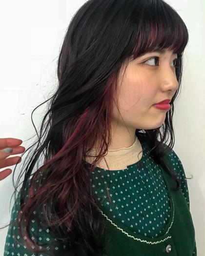 カラー 前髪とサイドにインナーハイライト!! ベースはダークトーンのレッドブラック、 インナーは濃いめレッドでさりげない存在感を。   #インナーカラー #バングインナーカラー #イルミナカラー