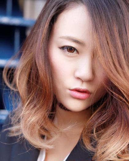 得意のグラデーションカラーです✨ うっすらとハイライトを入れ、 色を重ねて、色落ちの過程も楽しめちゃいますよ(ღ˘⌣˘ღ) mAhalo hair所属・伊藤尚貴のスタイル