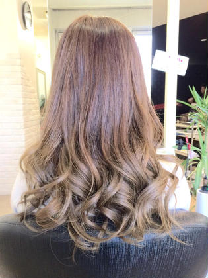 その他 カラー セミロング ヘアアレンジ ロング グラデーションスタイル☆  毛先には薄めのグレーアッシュを入れ、大胆かつ大人気カラーです♪♪  春に向けて明るくしたい方にオススメ☆