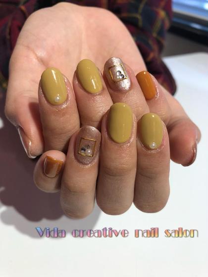 定額デザインの中から💅🏻  こちらのデザインとても人気です!! 今回は黄色が好きなお客様、秋っぽいトーンの黄色で仕上がりました☺️✨  ありがとうございました❤️ Vida nailの