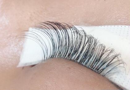 ナチュラル~外国人風まで。イメージ画像があればお持ちください。  ボリュームラッシュは1本1本が超極細毛な為、束数によりシングルエクステよりもナチュラルな仕上がりにも出来ます。  また、自まつ毛の強度(太さなど)により、2本束~5.6本束にも出来ます。