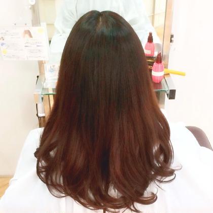 ロングローグラデーションカラー✨ 地毛が伸びて来ても気にならないように暗めの根本から 毛先にかけてナチュラルなグラデーションを演出!隠し味にホイルを6枚ほど表面に細工して更にグラデーションの馴染みを良く見せてみました! 染めるの面倒、、、でもカラーしたい!そんな方にオススメの作品です(≧∇≦)! Ursus hair Design所属・所祥平のスタイル