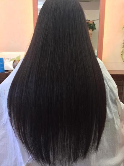 進化系 新酸性縮毛矯正 3種類の還元剤使用し髪内部の結合水を強化し、レブリン酸に外部表面を真っ直ぐに整形酸化固定します。