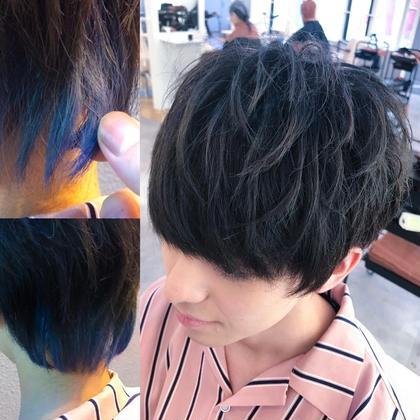 カラー ショート メンズ インナーグラデーションブルー✨ 黒染めした髪からインナーブリーチ×2回❗️ ピンクでベースを作ってブルーをオン 毛先にいくにつれて濃いブルーの インナーグラデーション スタイリングはナチュラルに